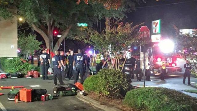Cảnh sát phong tỏa hiện trường sau vụ nổ súng. (Ảnh: EPA)