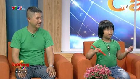Trọng Nhân và bố Trọng Nghĩa trong chương trình Café sáng với VTV3.