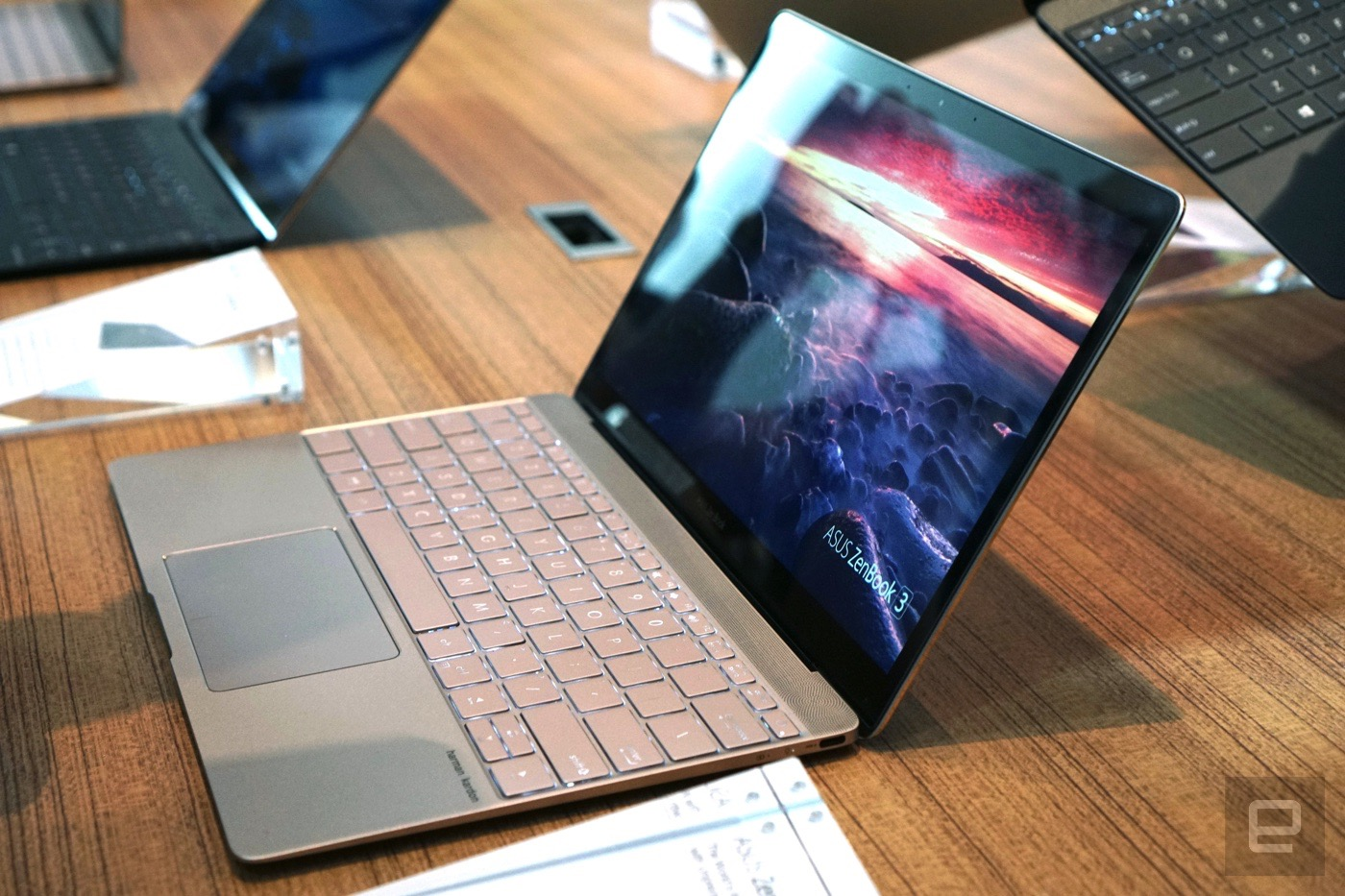 Mẫu máy tính xách tay ZenBook 3 được đánh giá rất cao bởi thiết kế và cấu hình mạnh mẽ