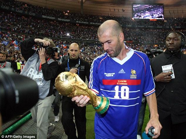 Thời còn thi đấu, Zidane cùng các đồng đội tạo ra hàng tiền vệ mạnh nhất thế giới.