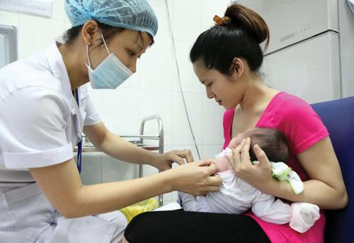 Hà Nội tiêm chủng vaccine phòng sởi và rubella quy mô lớn
