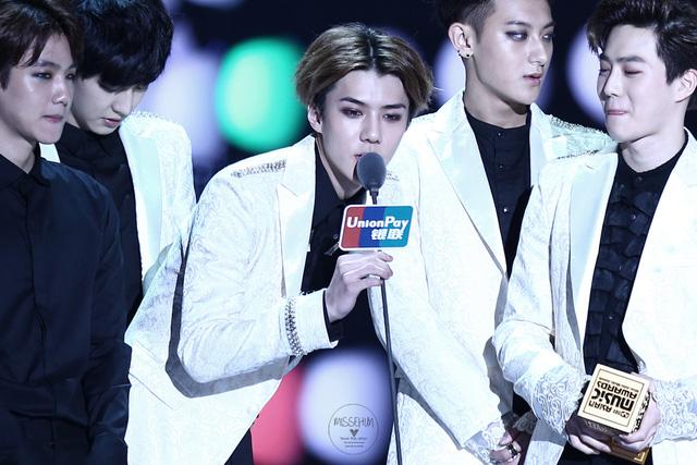 Đánh bại nhiều bậc tiền bối, EXO đã xuất sắc mang về danh hiệu thứ 4 trong đêm qua. Thành viên Sehun đã gửi lời cảm ơn tới người hâm mộ trong bài phát biểu của mình