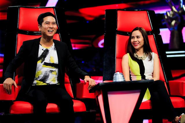 Vợ chồng nhạc sĩ Hồ Hoài Anh - Lưu Hương Giang trên ghế nóng