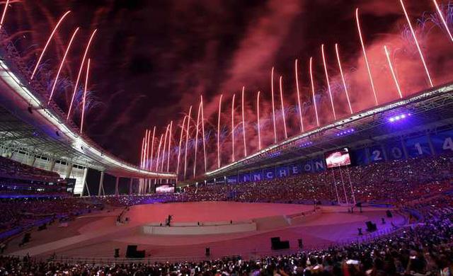 Tông màu chủ đạo xanh - đỏ tượng trưng cho nước chủ nhà Hàn Quốc của ASIAD 17 - Incheon 2014.