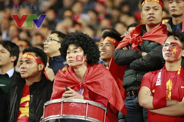 Khán giả có thể yêu ĐT Việt Nam khi họ thi đấu tốt thì hãy ở bên các cầu thủ khi họ gặp thất bại. (Ảnh minh họa)