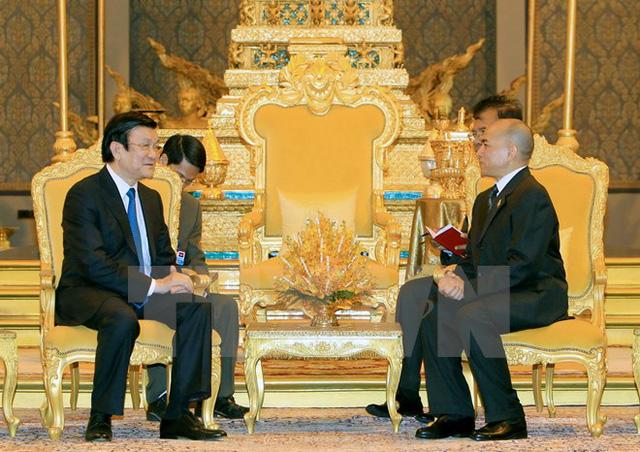 Quốc vương Norodom Sihamoni hội kiến Chủ tịch nước Trương Tấn Sang. (Ảnh: Nguyễn Khang/TTXVN)