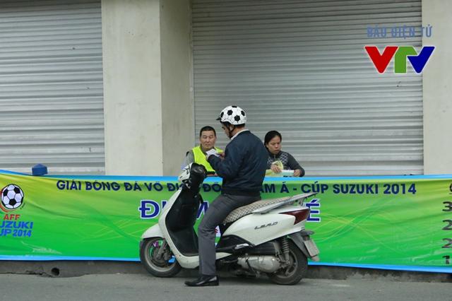 """Mua vé là lập tức rời đi, không hề có cảnh """"tắc đường"""" tại con đường nhỏ Trịnh Hoài Đức."""