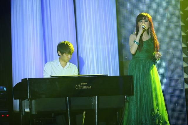 Khách mời thứ hai trong Liveshow của Bảo Yến là nam ca sĩ Đức Tuấn. Anh song ca cùng Bảo Yến ca khúc Chiếc lá cuối cùng.