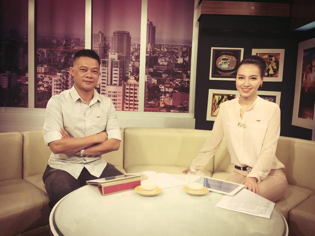 BTV Quang Minh và Minh Hà trong một buổi ghi hình Café sáng