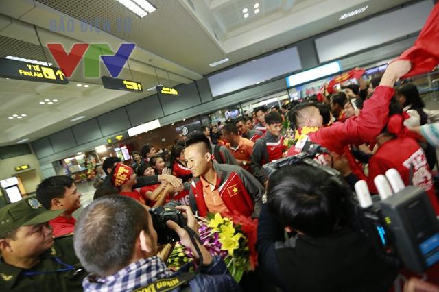 Ngay sau HLV Miura là sự xuất hiện của các tuyển thủ ĐT Việt Nam.