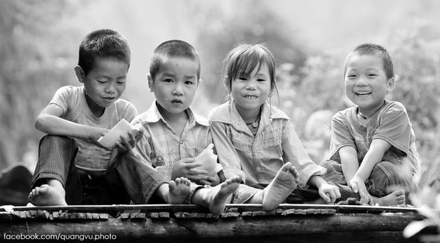Huyện Mù Cang Chải có khoảng 90% là người dân tộc Mông, còn lại là dân tộc Thái, Kinh và các dân tộc khác.