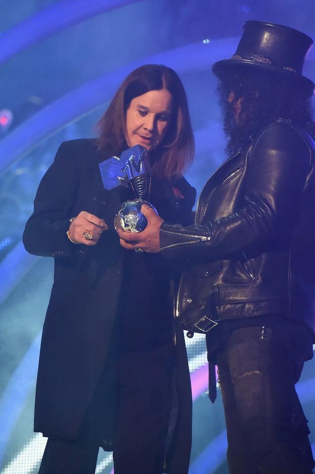 Ozzi Osbourne nhận giải Biểu tượng toàn cầu