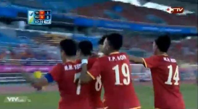 Tỷ số là 1-0 cho U23 Việt nam sau pha làm bàn trên chấm 11m của Minh Tuấn