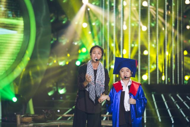Thúy Uyên - Gia Bảo diễn cảm xúc Nỗi buồn mẹ tôi khi sắm vai ca sĩ Cẩm Ly và ca sĩ Hoài Lâm