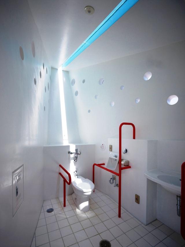 Nhà vệ sinh công cộng ở Hiroshima, Nhật Bản. Thiết kế: Future Studio.