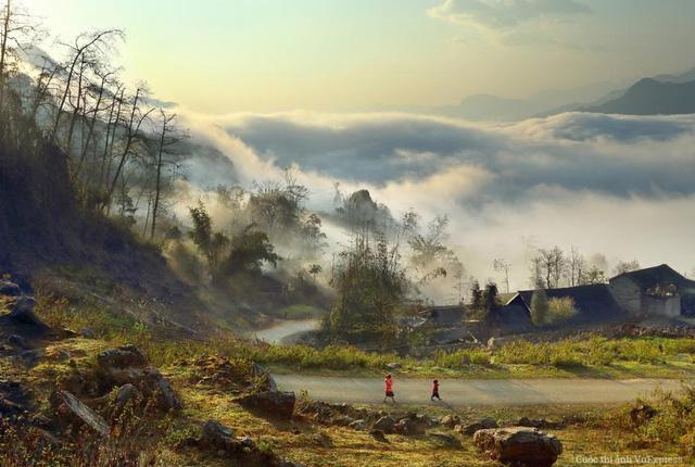 Trong nắng ban mai giữa núi rừng Tây Bắc