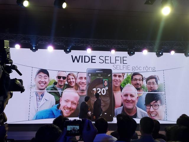 Galaxy Note 4 cho phép chụp selfie với góc chụp rộng lên tới 120 độ