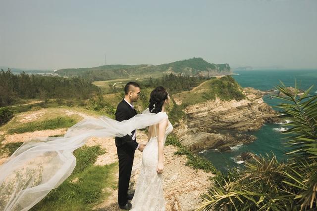 Niềm hạnh phúc như vỡ òa trong cảm xúc của cặp đôi sắp cưới.