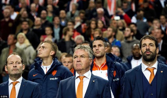 Không rõ HLV Guus Hiddink  có từ chức hay không?