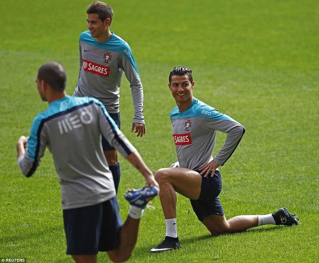 Anh cùng các đồng đội cũng đã có buổi thử sân tại Old Trafford.