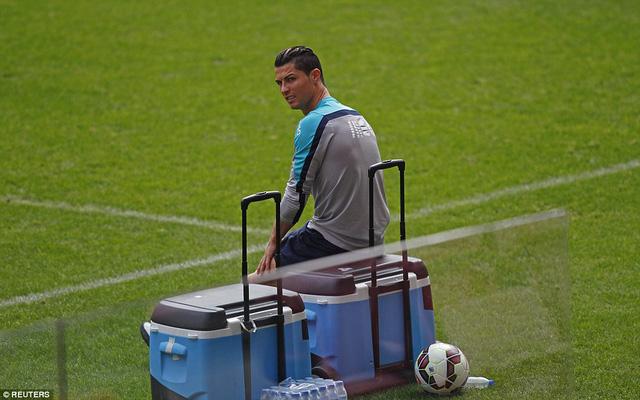 Tuy nhiên, có vẻ như, Ronaldo đang hơi đơn độc ở ĐTQG.