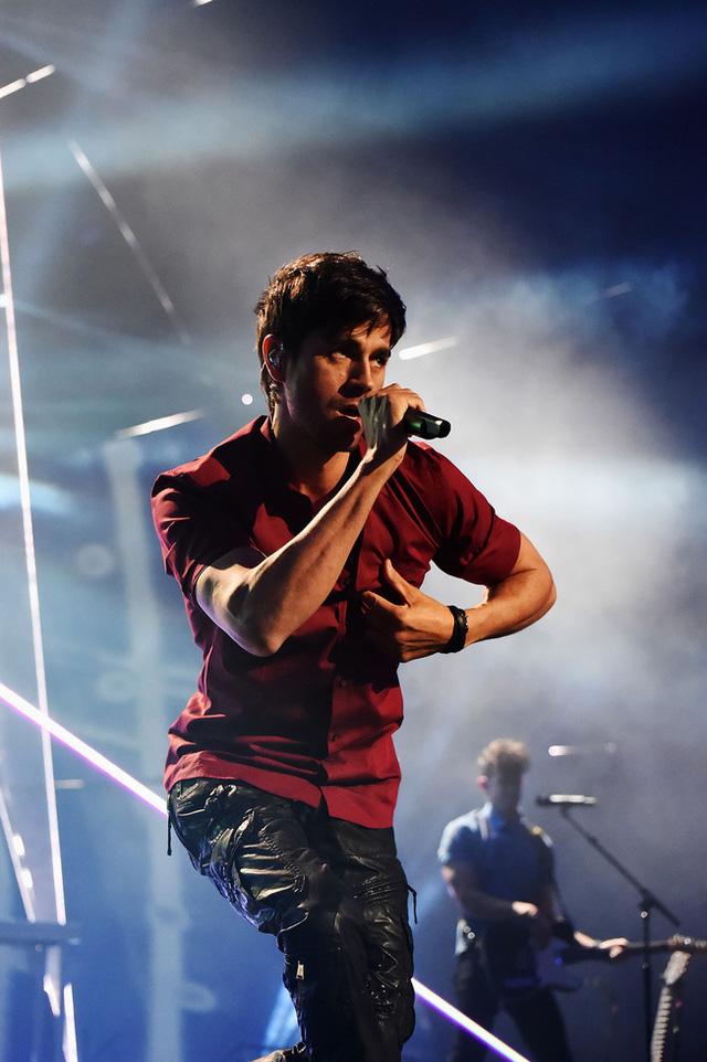 Enrique Iglesias hút hồn fan nữ bởi vẻ ngoài điển trai và nóng bỏng