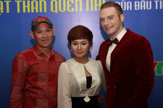 Ca sĩ Thu Phượng (ở giữa) lần đầu tham gia chương trình