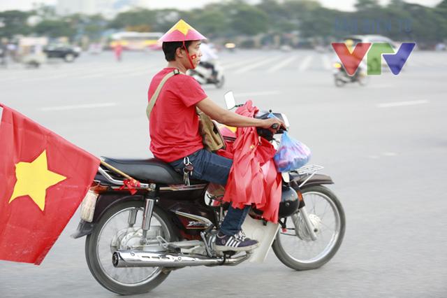 Một kiểu bán dạo cao cấp hơn... đó là di chuyển bằng xe máy.