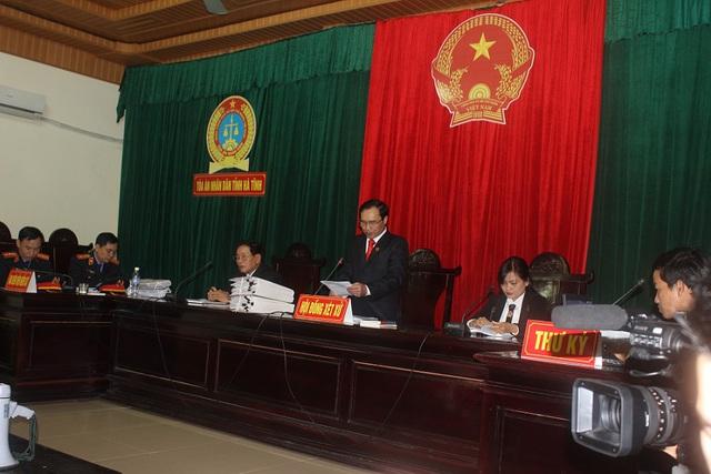 Ông Nguyễn Văn Thắng, Phó Chánh án TAND tỉnh Hà Tĩnh làm chủ tọa phiên tòa.(Ảnh: Văn Đức/VietnamNet)