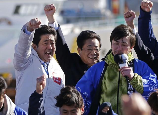 Nhiều người cho rằng chính những cải cách của ông Abe đã đẩy nền kinh tế nước Nhật tới vào vòng xoáy suy thoái
