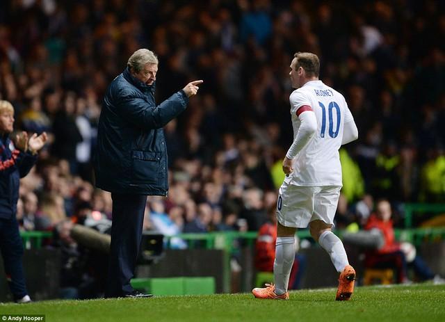 HLV Roy Hodgson và đội trưởng Rooney đang giúp đội tuyển Anh bay cao