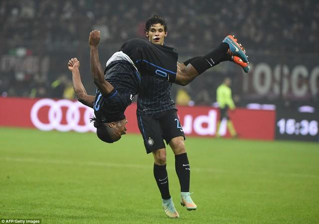 Obi quân bình tỷ số cho Inter Milan