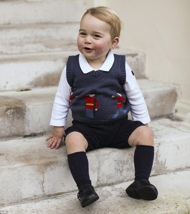 Sự đáng yêu của Hoàng tử bé khiến trái tim nhiều người tan chảy
