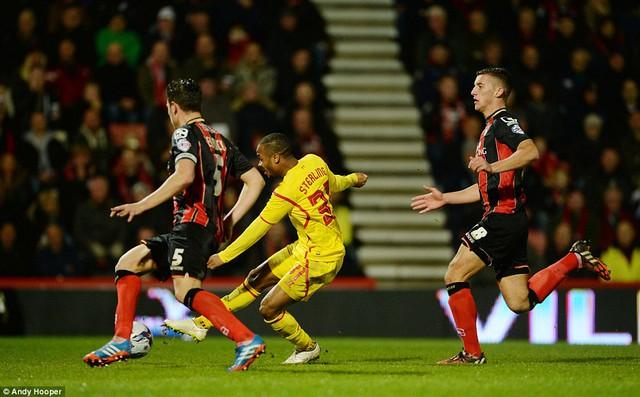 Raheem Sterling lập một cú đúp trong chiến thắng 3-1 của Liverpool