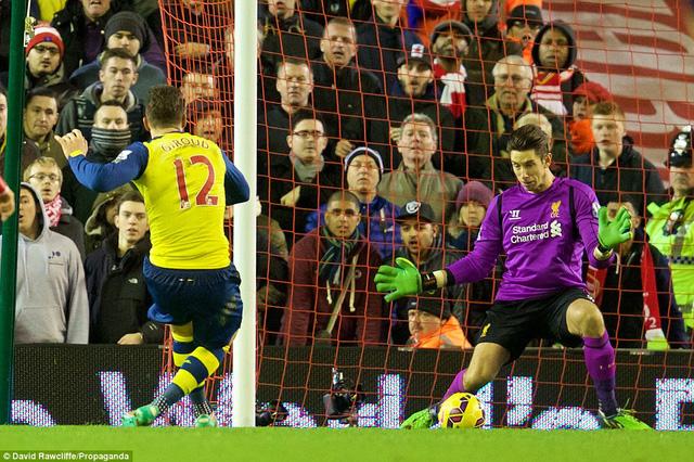 Olivier Giroud nâng tỷ số lên 2-1 cho Arsenal