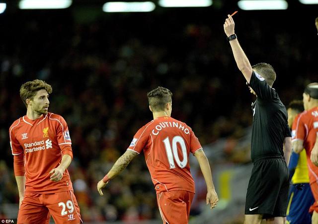 Fabio Borini bị phạt thẻ đỏ ở phút 90