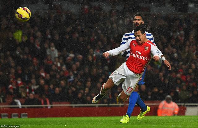 Alexis Sanchez chuộc lỗi bằng bàn thắng đẹp mắt ở phút 37