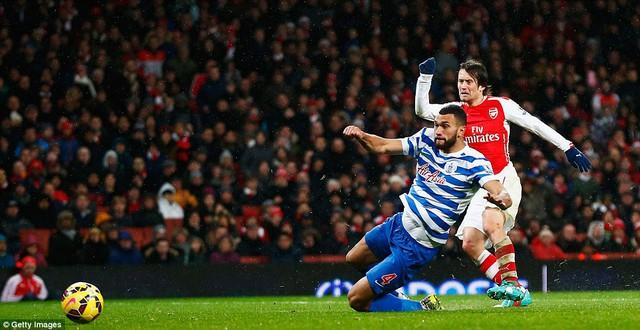Tomas Rosicky nâng tý số lên 2-1 cho Arsenal ở phút 65