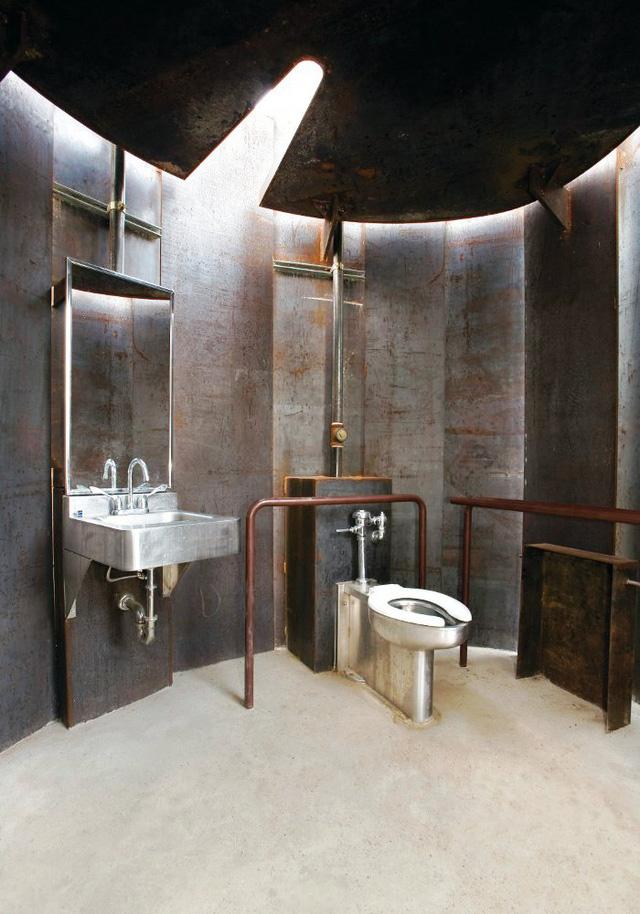 Nhà vệ sinh công cộng ở Austin, Texas. Thiết kế: Miro Rivera Architects.