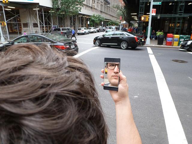 NoPhone Selfie dành cho người dùng nghiện chụp hình tự sướng