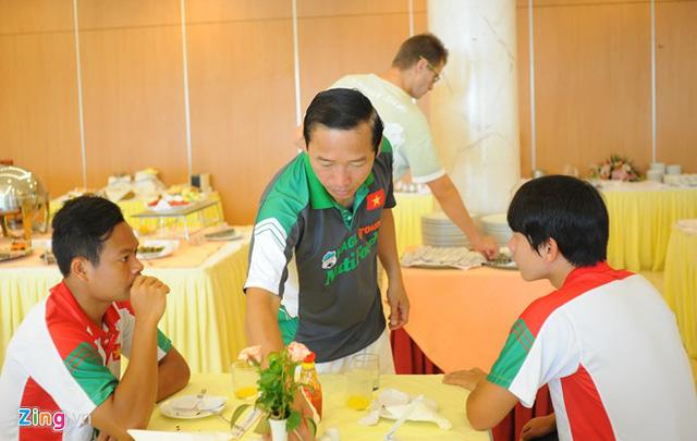 Công Phượng khoe chiến thắng 4 sao trong bữa sáng của U19 VN