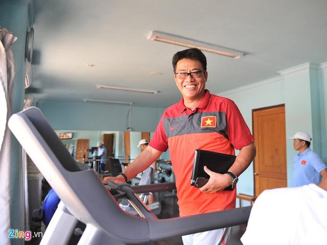 BHL tìm bể xông hơi lớn nhất Nay Pyi Taw cho U19 VN