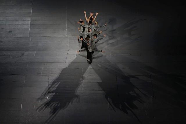Màn tạo hình ấn tượng của nhóm nhạc đông đúc thành viên EXO