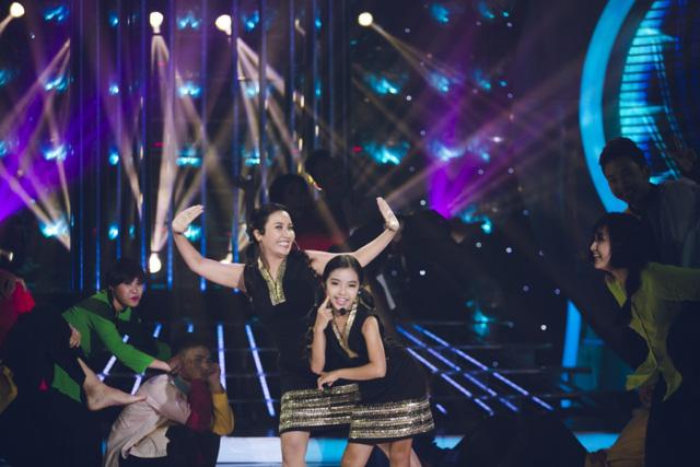 Ngân Quỳnh và bé Bảo Nghi hóa thânca sĩ Cẩm Ly, nhí nhảnh thể hiện ca khúc Biết yêu khi nào
