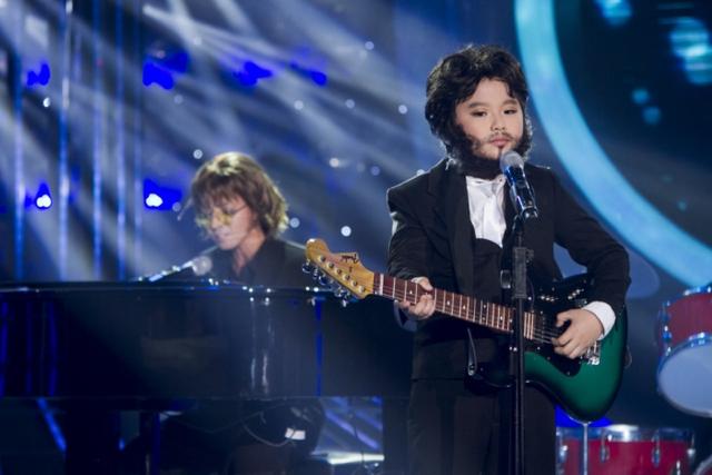 Thúy Uyên và bé Gia Bảotái hiện hình ảnh danh ca John Lennon và Paul Mac Cartney trong ca khúc Let it be - Imagines