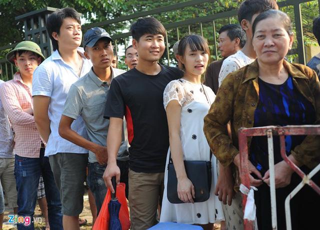 CĐV thức từ 1h sáng săn vé xem U19 Việt Nam