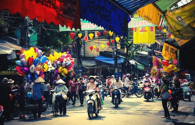 Tại Hà Nội, Hàng Mã là nơi nhận thấy sự khác biệt rõ ràng nhất mỗi khi dịp Tết trung thu cận kề.