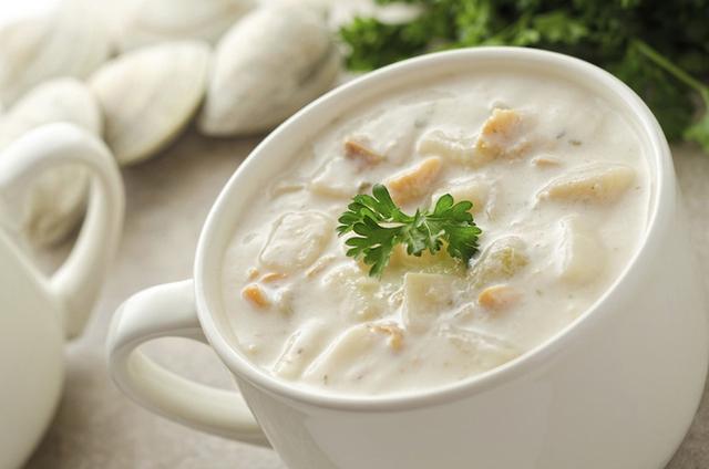 Đến New England vào mùa thu, du khách sẽ được thưởng thức những bát súp sò nóng hổi, thơm phức, rất hợp với tiết trời lạnh mát