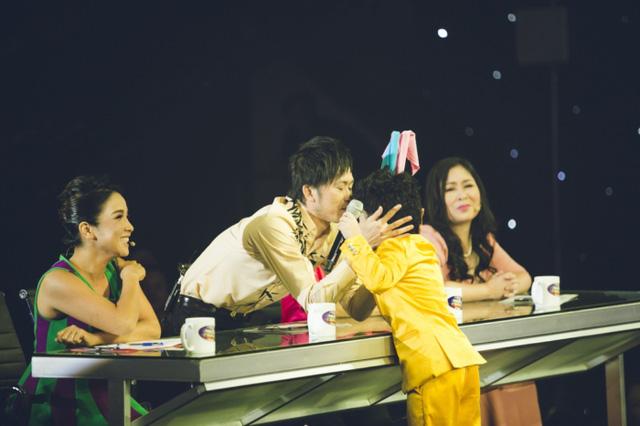 Các giám khảo đều đứng ngồi không yên khi theo dõi tiết mục hóa thân của thầy trò Kyo York - Ju Uyên Nhi