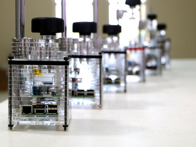 iBox Nano được làm từ vật liệu nhựa Acrylic trong suốt, giúp máy nhẹ hơn rất nhiều so với các loại máy in 3D thông thường